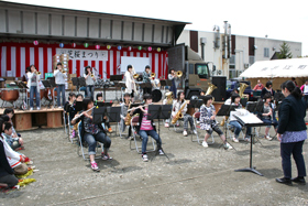 Brass band performance by junior high school students from Naie Town